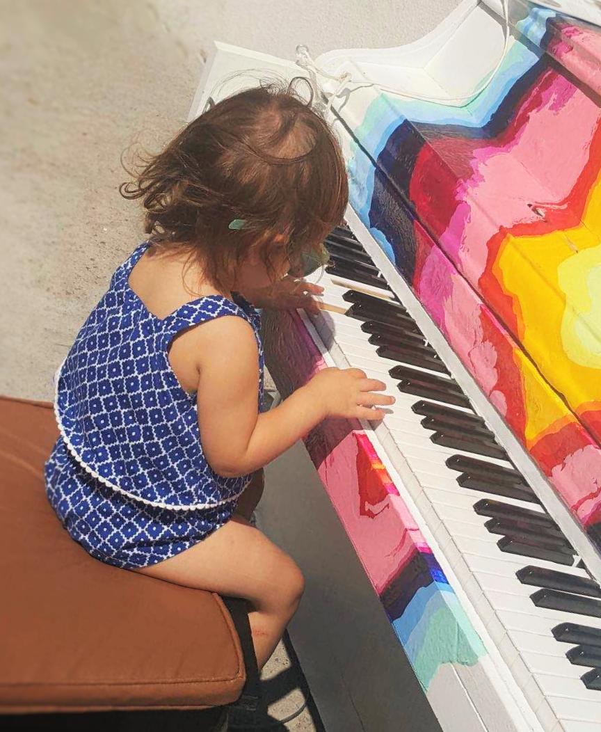 H Μέθοδος Suzuki διδάσκεται στο ωδείο Ars Musicalis, στα πλαίσια τηςΜουσικής Προπαιδείας και σε ατομικά μαθήματα